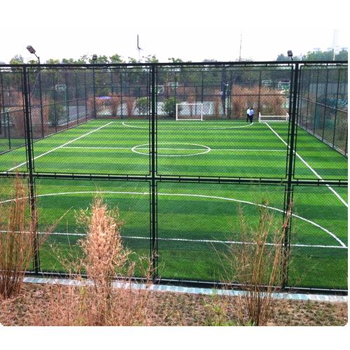покрытие из искусственной травы на спортивной площадке